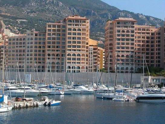 Large 2 rooms with loggia, located in  Fontvieille (photo 1)