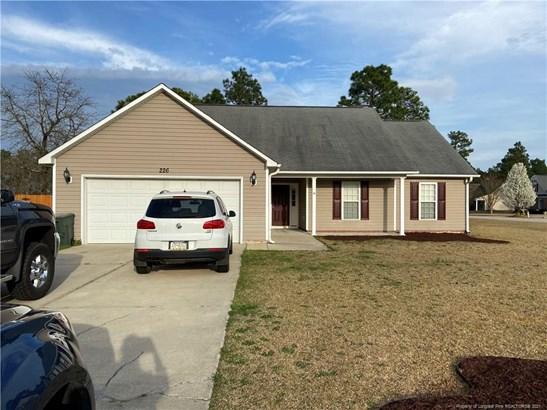 Single Family Residence, 1.5 Stories - Bunnlevel, NC