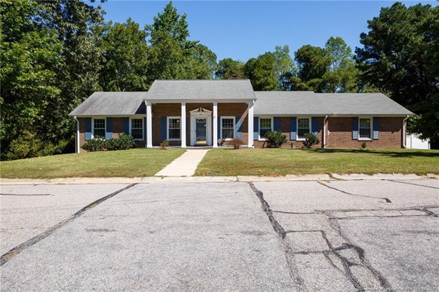 Ranch With Basement, Single Family Residence - Fayetteville, NC