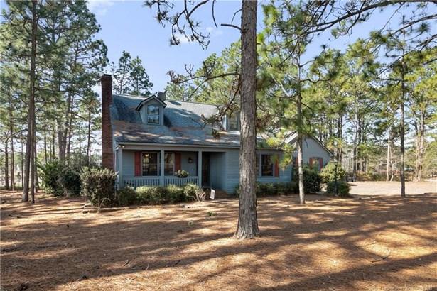 Single Family Residence, Farmhouse - Fayetteville, NC