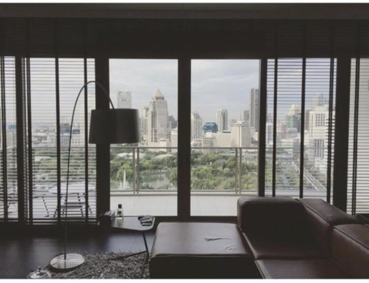 SALE 12 Bed with Balcony for Sale at 185 Rajadamri in bangkok, (photo 1)