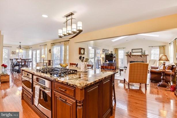 Single Family Residence, Colonial - HERNDON, VA (photo 2)