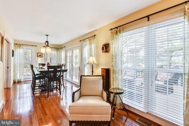 Single Family Residence, Colonial - HERNDON, VA (photo 3)