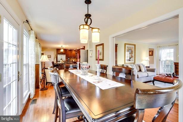 Single Family Residence, Colonial - HERNDON, VA (photo 4)