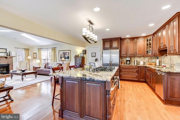 Single Family Residence, Colonial - HERNDON, VA (photo 5)