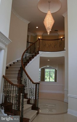 Single Family Residence, Traditional - FALLS CHURCH, VA (photo 2)