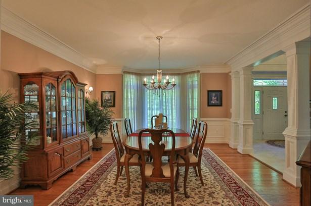 Single Family Residence, Colonial - NOKESVILLE, VA (photo 4)