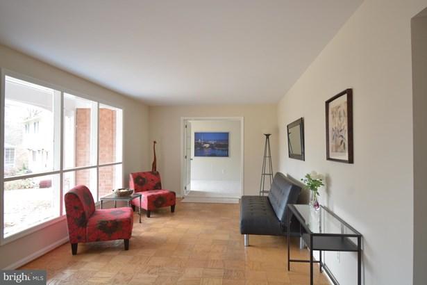 Single Family Residence, Colonial - SPRINGFIELD, VA (photo 3)