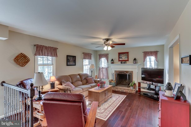 Single Family Residence, Colonial - DUMFRIES, VA (photo 5)