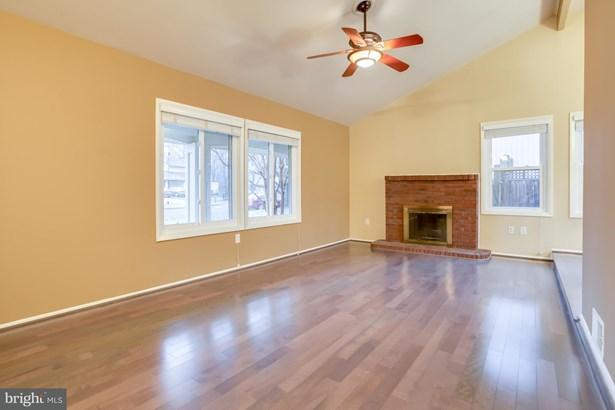 Single Family Residence, Contemporary - STERLING, VA (photo 2)