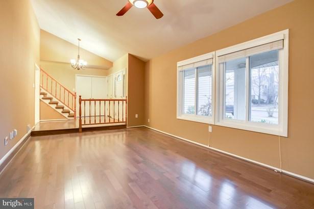 Single Family Residence, Contemporary - STERLING, VA (photo 3)