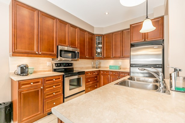 649 Tapestry Lane, Newmarket, ON - CAN (photo 2)