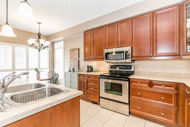 649 Tapestry Lane, Newmarket, ON - CAN (photo 3)