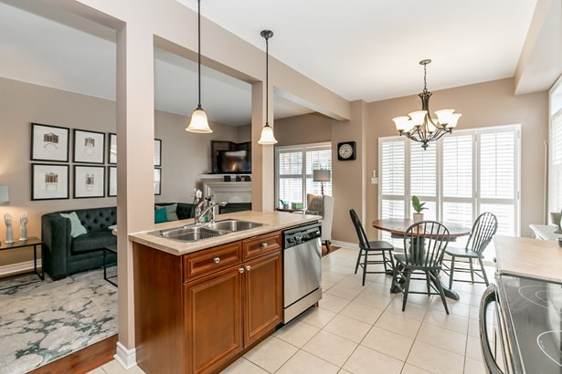 649 Tapestry Lane, Newmarket, ON - CAN (photo 4)