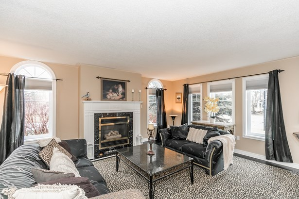 689 Kingsmere Avenue, Newmarket, ON - CAN (photo 2)