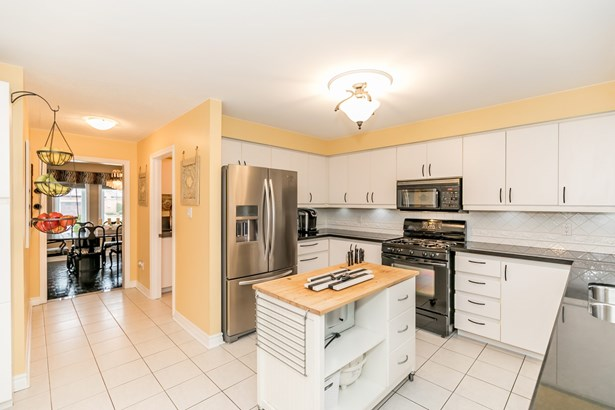 689 Kingsmere Avenue, Newmarket, ON - CAN (photo 4)