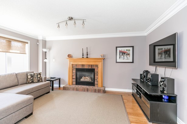 698 College Manor Drive, Newmarket, ON - CAN (photo 3)