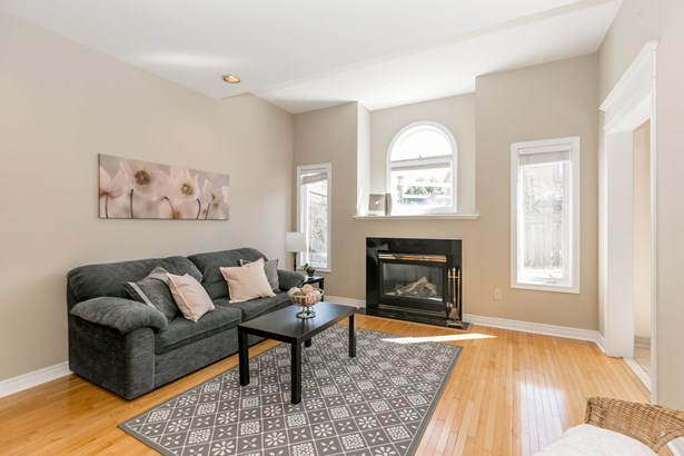 334 Hewitt Circle, Newmarket, ON - CAN (photo 2)