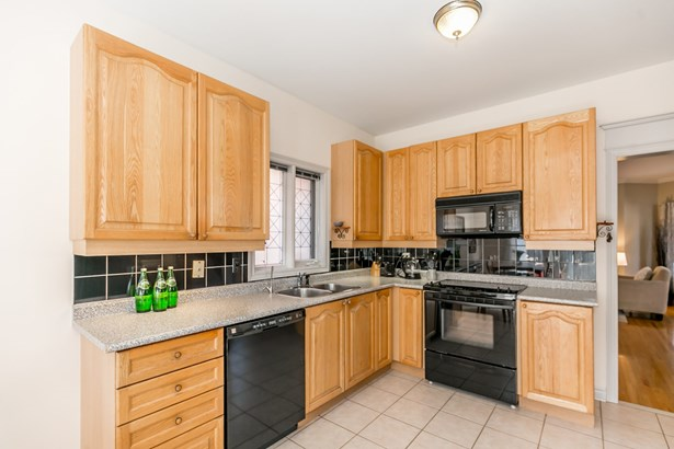 334 Hewitt Circle, Newmarket, ON - CAN (photo 3)