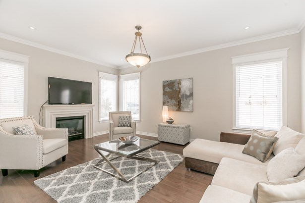188 Sawmill Valley Drive , Newmarket, ON - CAN (photo 2)