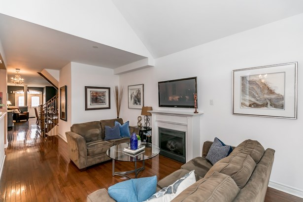 693 Skye Court, Newmarket, ON - CAN (photo 3)
