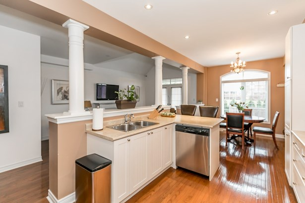 693 Skye Court, Newmarket, ON - CAN (photo 5)