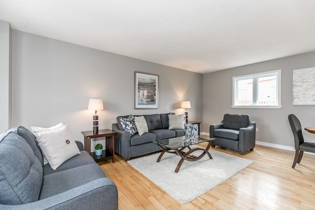 1046 Meadow Lane, Newmarket, ON - CAN (photo 2)