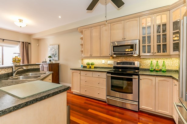 750 Colter Street, Newmarket, ON - CAN (photo 2)