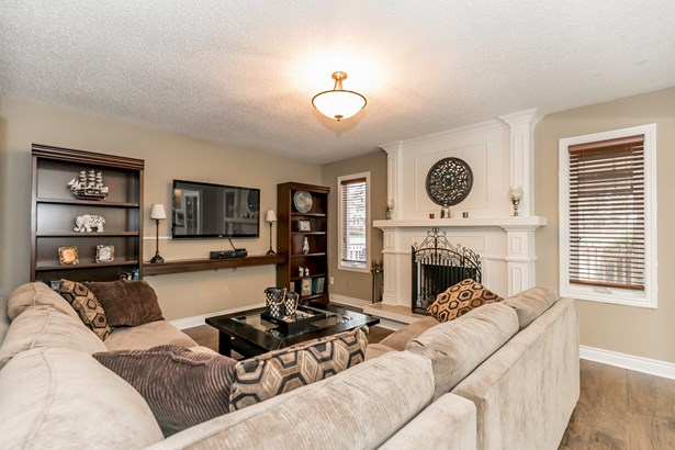 128 Savage Road, Newmarket, ON - CAN (photo 5)