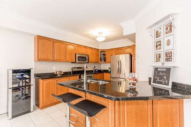 260 Mcbride Crescent, Newmarket, ON - CAN (photo 2)