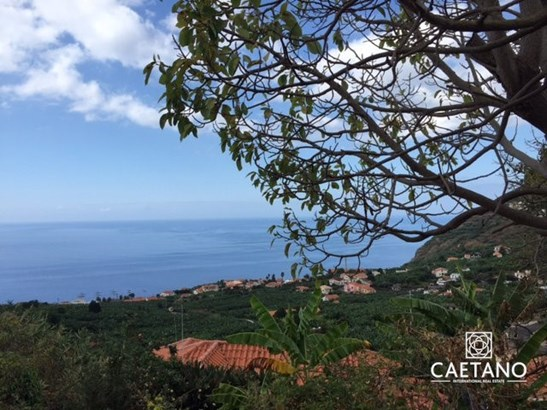 Land with more than 1000 m2 in Calheta  Foto #1