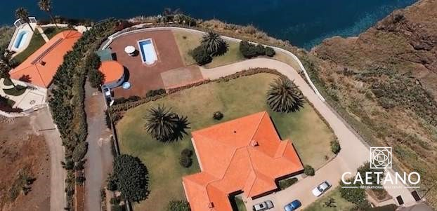 Villa in Estreito da Calheta  Foto #1