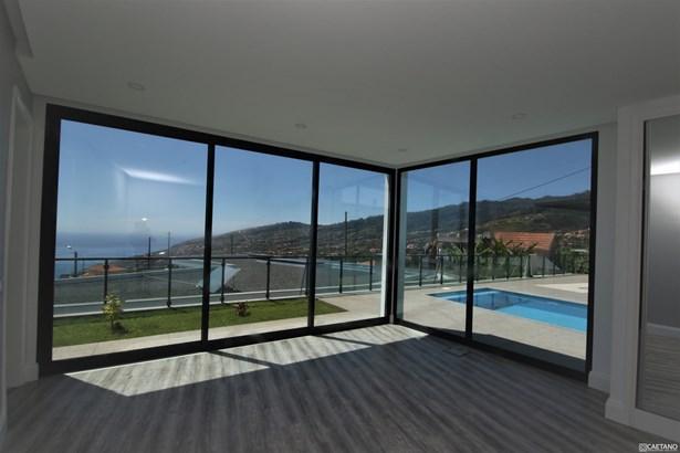 Contemporary 3 bedroom villa in Calheta Foto #1