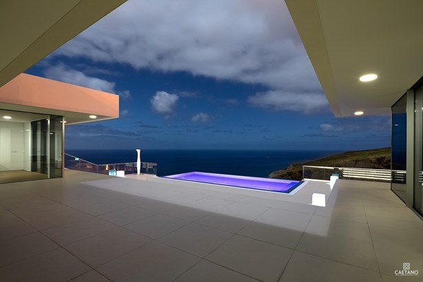 Contemporary villa for sale in Calheta   Foto #1