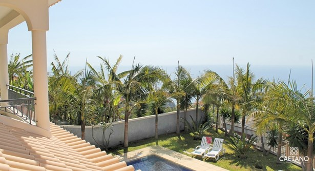 Villa with lush gardens heated pool and Seaview  Foto #1