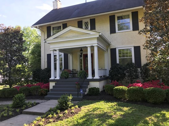 Single Family Residence, Colonial - Louisville, KY