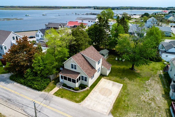 Single Family Residence, Cape,Cottage - Scarborough, ME