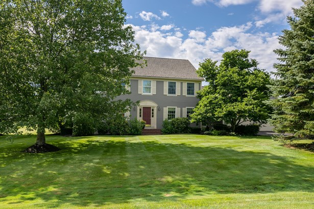 Single Family Residence, Colonial - Cumberland, ME