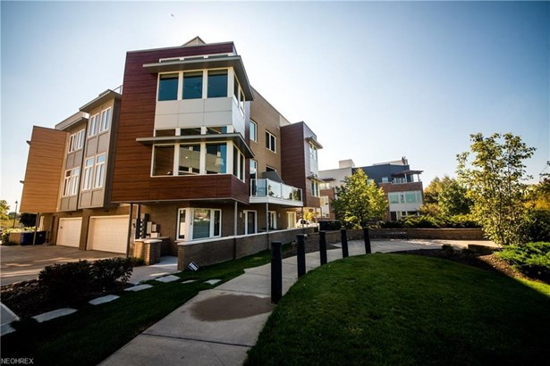 1238 W 74th St, Cleveland, OH - USA (photo 2)