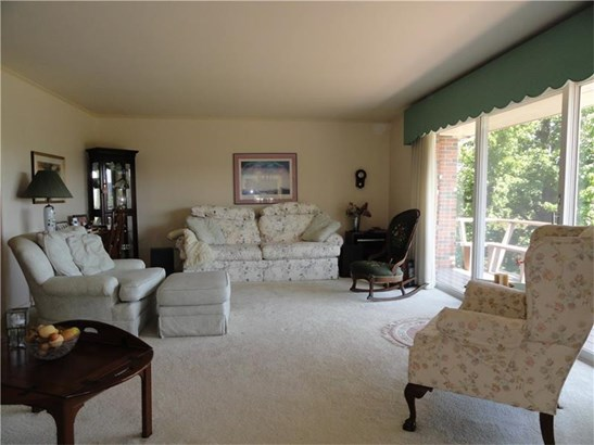 137 Club Manor Rd, Latrobe, PA - USA (photo 4)
