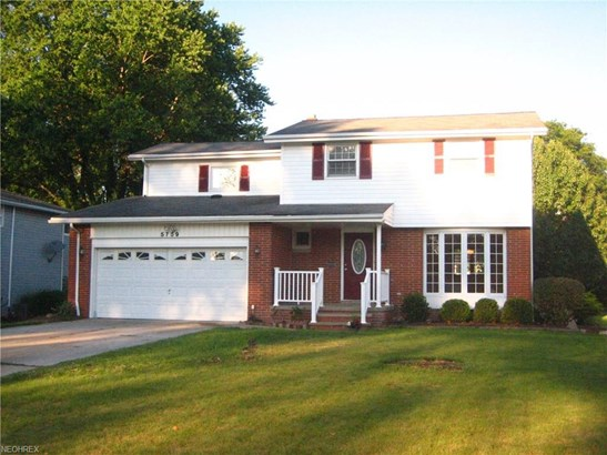 5759 Sherwood Dr, North Olmsted, OH - USA (photo 1)