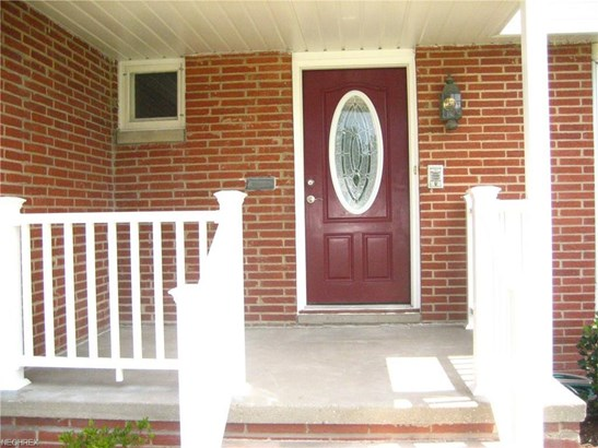 5759 Sherwood Dr, North Olmsted, OH - USA (photo 2)