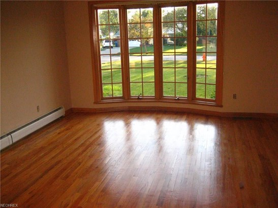 5759 Sherwood Dr, North Olmsted, OH - USA (photo 4)