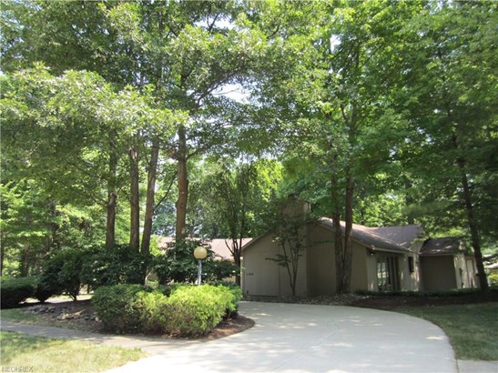21828 Meadows Edge Ln, Strongsville, OH - USA (photo 1)
