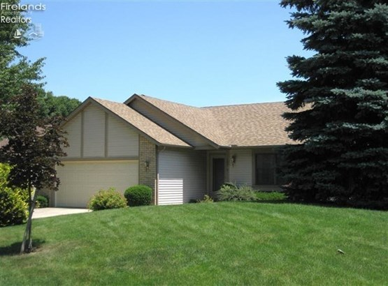 109 Briarwood Circle, Fremont, OH - USA (photo 2)