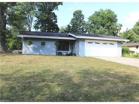 26890 Locust Dr, Olmsted Falls, OH - USA (photo 1)