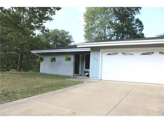 26890 Locust Dr, Olmsted Falls, OH - USA (photo 2)