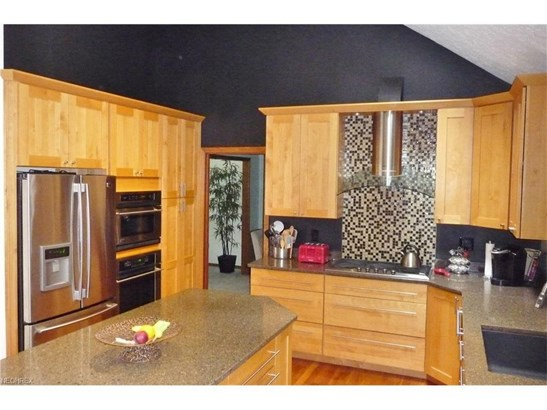 8571 Lakeview Dr, Broadview Heights, OH - USA (photo 4)
