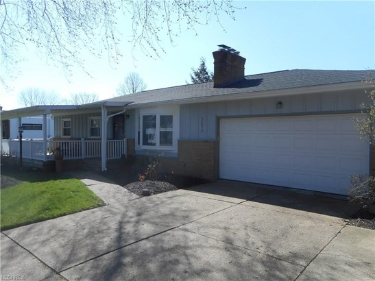 24313 Lantern Dr, Olmsted Falls, OH - USA (photo 2)