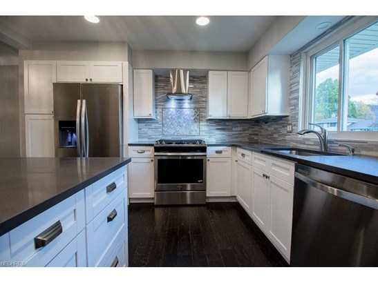 6555 Vallevista Dr, Mayfield Heights, OH - USA (photo 2)